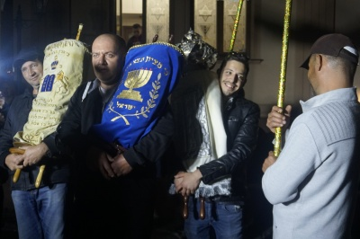 Танці з Торою і ярмарок єврейської випічки: як у Чернівцях святкували Суккот – фото, відео