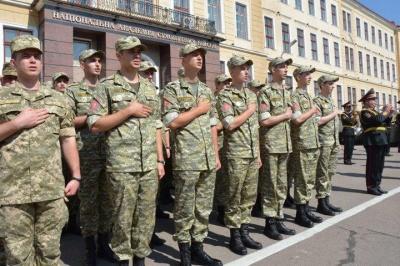 У Чернівецькому військкоматі розповіли про умови служби офіцерів запасу