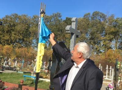 Глум над пам'яттю бійців: жителі Банилова розповіли свою версію інциденту зі зрізаними прапорами