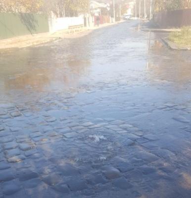 У Чернівцях через витік води затопило частину вулиці