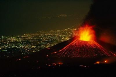 """Італія закрила частину авіапростору: вулкан Етна знову """"прокинувся"""""""