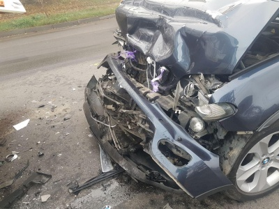П'яний водій BMW врізався у рейсовий автобус «Чернівці-Ужгород» – фото