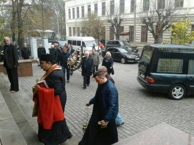 Чернівці прощаються із батьком екс-прем'єра Яценюка – фото