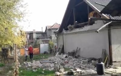Внаслідок зсуву в Чернівцях обвалилась частина будинку: мешканців хочуть переселити - відео