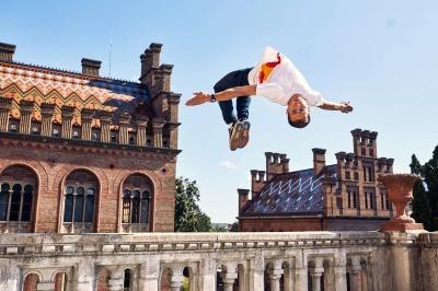 Лучший в мире паркурник поразил экстремально трюками в Черновицком университете - видео