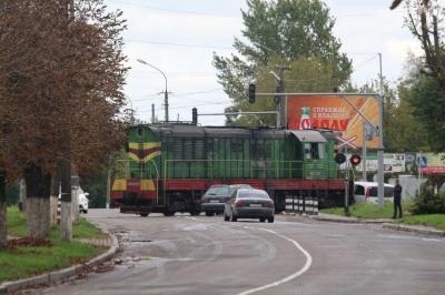У Чернівцях поїзд збив чоловіка, постраждалого забрали в лікарню