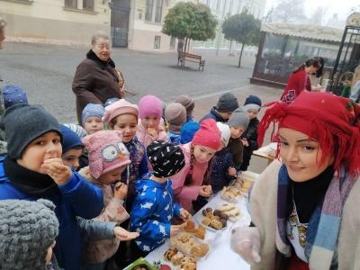 У Чернівцях дитсадок організував ярмарок із смачною випічкою – фото