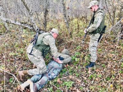 Спостерігав за прикордонниками: на Буковині поблизу кордону затримали чоловіка з радіостанцією