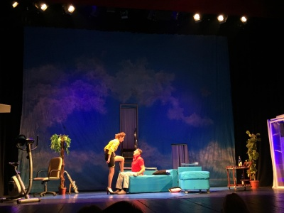 «Золоті оплески Буковини»: театр з Маріуполя презентував пікантну виставу «Боїнг-Боїнг»