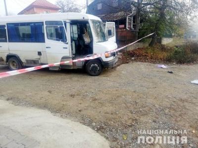 У селі під Чернівцями «Мерседес» збив на смерть жінку