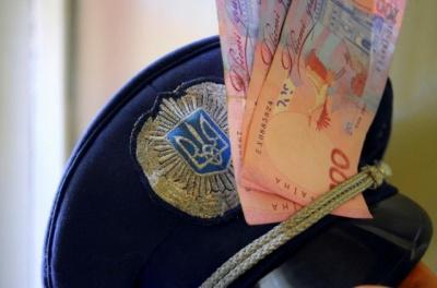 Поліцейський з Буковини проведе 3 роки за ґратами за шахрайство і хабарництво