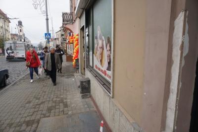 Скандальний пандус в центрі Чернівців демонтували через кілька годин після його встановлення