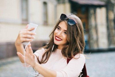 7 типів фото у соцмережах, які свідчать про низьку самооцінку