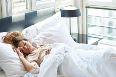 Коли найкраще засинати і як прокидатися без будильника