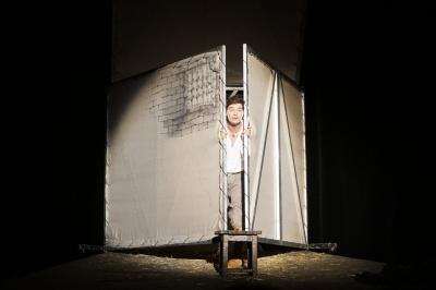 «Мене запрошували працювати у ваш театр»: Євген Нищук зіграв у Чернівцях моновиставу