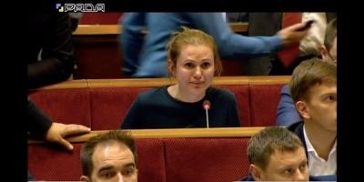 """Нардепка від """"Слуги народу"""" розплакалася через свої правки до закону – відео"""