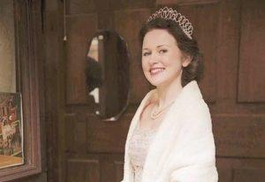 Студентка з Великобританії заробляє на схожості з королевою Елизаветою