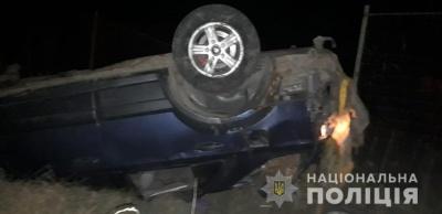 На Буковині перекинувся легковик: водій і 19-річний пасажир у лікарні
