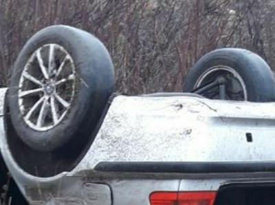 Поблизу Чернівців BMW злетіло з дороги і перекинулось - фото