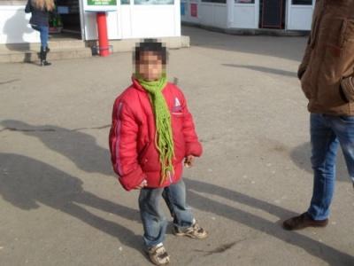 Просять їжу або «на цукерки»: на Буковині виявили кількох дітей-жебраків