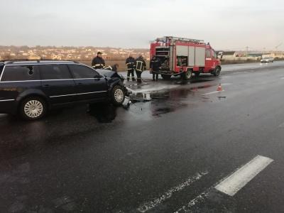 Неподалік Чернівців п'яний водій вантажівки протаранив Volkswagen і втік - фото