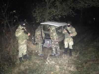 Вночі біля кордону на Буковині затримали двох мисливців