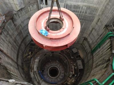 На Дністровській ГАЕС почали монтували 120-тонне робоче колесо - фото