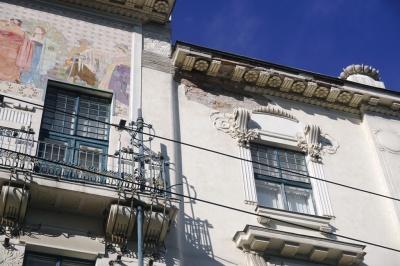 У центрі Чернівців обвалився фасад будівлі скандальної «Української книги» – фото