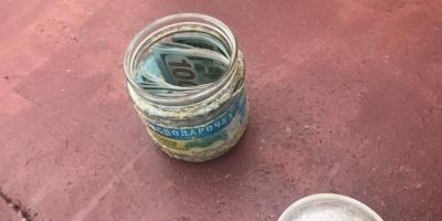 У Сумах суддя зберігав хабар у банці з-під зеленого горошку