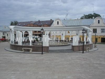 Каплиця посеред площі в Чернівцях: е-петиція про скасування рішення міськради назбирала голоси