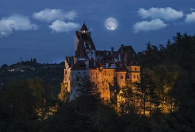 До замку Дракули і Писаного каменю: куди пропонують буковинцям поїхати у листопаді