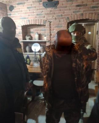 На Буковині чоловік пропонував прикордоннику 1500 євро хабаря за переміщення контрабанди до ЄС