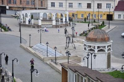 Каплиця посеред площі у Чернівцях:у церкві просять міську раду надати дозвіл на будівництво