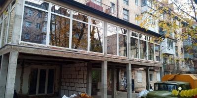Скандальна прибудова у Чернівцях: об'єкт перевіряє міська рада