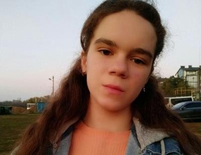 Пішла на навчання та не повернулась: у Чернівцях розшукують зниклу 14-річну дівчину