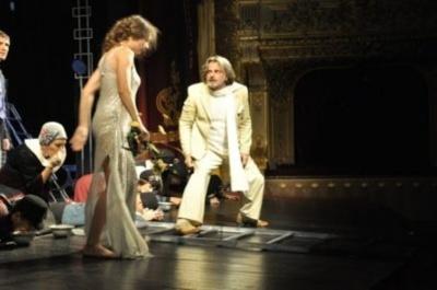 «Зрадь мене»: Чернівецький драмтеатр у вихідні покаже прем'єру вистави