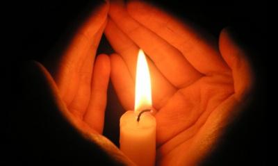Запалила свічку і вийшла з кімнати: у Чернівцях жінка підпалила власний будинок