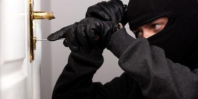 Проник до будинку та вкрав гроші: на Буковині поліція затримала крадія