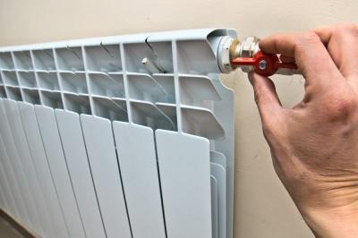 Уряд скасував обмеження тарифів на гарячу воду та опалення