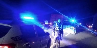 Позашляховик збив на смерть двох чоловіків, які міняли колесо вантажівки