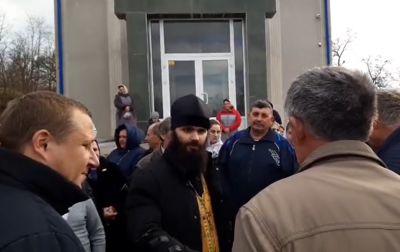 Релігійний конфлікт на Буковині: в Рингачі посварилися прихильники ПЦУ та УПЦ МП