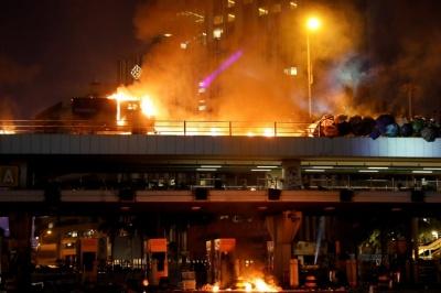 Протести у Гонконзі: поліція взяла в облогу студмістечко