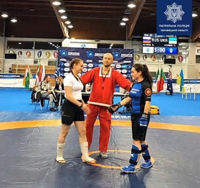 Патрульна з Буковини вкотре стала чемпіонкою світу з панкратіону