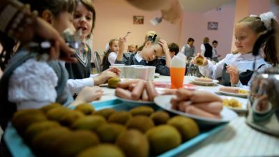 У Чернівцях батьки учнів молодших класів виступили за безкоштовні сніданки в школах