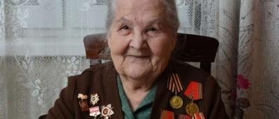 Бабуся стала блогером у 97 років: вона розповідає про війну та декламує вірші