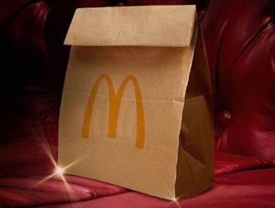 McDonald's покепкував над дизайнерською сумкою, схожою на їхній пакет