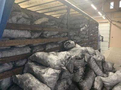 Замість вугілля - сигарети: у вантажівці на «Порубному» виявили контрабанду на майже 3 мільйони