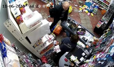 Хулігану з Хотина, який влаштував дебош в магазині, обрали цілодобовий домашній арешт
