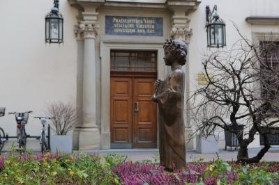 У Кракові встановили пам'ятник Анні Ярославні — фото