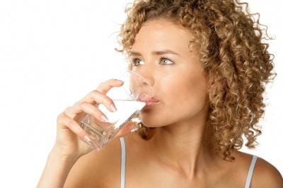 Фахівці назвали безглуздим вживання води вранці